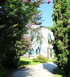 In the amazing setting of the Euganean Hills, just a few minutes from the center of Padua thanks to the latest construction of new roads, beautiful historic large villa, with swimming pool, surrounded by a park of 16,000 square meters, suitable for private residence or accommodation. More info at: http://italyidea.it/property/villa-sordi