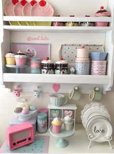 shabby chic kitchen designs – Shabby Chic Home Interiors Cozinha Shabby Chic, Shabby Chic Kitchen Decor, Cupcake Kitchen Decor, Cute Kitchen, Vintage Kitchen, Kitchen Small, Kitchen Ideas, Pastel Kitchen, Coffee Bar Home