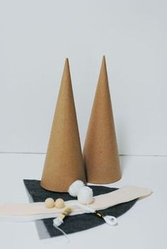 Holiday Christmas Gnome Gifts for Her Christmas GiftCreate these adorable holiday gnomes using faux fur, felt, fabric and foam cones!I love Nordic inspired crafts - including these delightful Christmas gnomes! They are very easy to make with paper co Easy Christmas Crafts, Christmas Gnome, Christmas Projects, Handmade Christmas, Scandinavian Christmas, Christmas Decorations, Gnome Tutorial, Navidad Diy, Last Minute