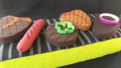 Felt grilled meat ready for your Lil chefs picnic! Homemade Toys, Homemade Gifts, How To Make Toys, Food To Make, Felt Diy, Felt Crafts, Pretend Food, Pretend Play, Diy For Kids