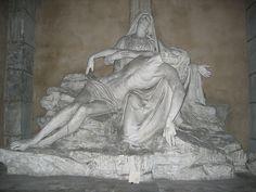 Jean-Baptiste Auguste Clésinger, (1814 en Besançon - 1883 en París. Produjo estatuas de tamaño natural para las capillas laterales de la Iglesia de la Madeleine.