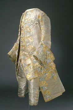 1766. Traje de boda de Gustavo III de Suecia. En lamé de seda de plata, bordado con hilos de oro y lentejuelas.