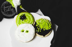 Put your circle cookie cutter to work this Halloween and make a trio of spooktacular designs. Learn how to make three easy Halloween cookies on Craftsy!