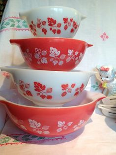 JAJ English Pyrex Red Gooseberry Cinderella bowls. @Jill Nash can you imagine how gorgeous these would be in person?