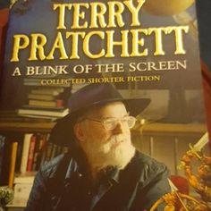 #currentlyreading #sirterrypratchett #blinkofthescreen #bookstagram #bookcrossing #booksofinstagram #lovereading