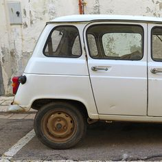 A rusty example of a classic #Renault R 4 Quatrelle in Gallipoli, Puglia. #classiccar #italy #rustyrally15