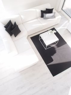 love the neutral colors + the L-shaped couch