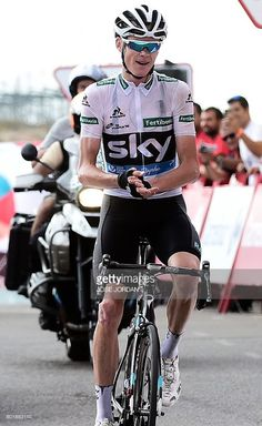 Chris Froome (Team Sky) applauding Nairo Quintana on the finishing line of the penultimate stage of the Vuelta a Espana Quintana had beaten him to second place overall in the race. Chris Froome, Pro Cycling, Grand Tour, Road Racing, World Championship, Overalls, Stage, Road Bike, Crosses