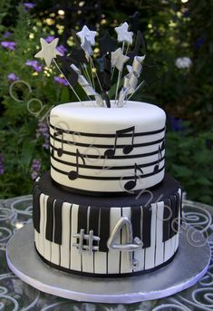 Love the curlies coming out w the star shoots.-Love the curlies coming out w the star shoots… Secure around a stake and they'… Love the curlies coming out w the star shoots… Secure around a stake and they'd stay if set! Music Themed Cakes, Music Cakes, Pretty Cakes, Cute Cakes, Fondant Cakes, Cupcake Cakes, Bolo Musical, Torta Angel, Music Note Cake