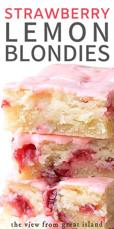 Strawberry Lemon Blondies ~ this easy strawberry dessert is moist and dense, (like soft shortbread) with lots of fresh strawberries and tangy lemon. More # Easy Recipes snacks STRAWBERRY LEMON BLONDIES RECIPE Easy Strawberry Desserts, Easy Desserts, Delicious Desserts, Yummy Food, Strawberry Bars, Desserts With Strawberries, Non Bake Desserts, Strawberry Brownies, Strawberry Dessert Recipes