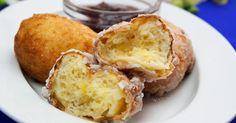 Gogoși cu lingura, deliciul care vă va reaminti de frumoasele clipe ale copilăriei. Veți rămâne plăcut surprinși de un gust excelent, deoarece aceste gogoși minunate, pufoase și aromate sunt extraordinare. Atunci când ninge afară și Romanian Food, Something Sweet, I Foods, Cornbread, Donuts, Muffin, Brunch, Good Food, Food And Drink