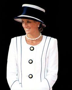 patrickhumphreys:  Diana, Princess of Wales, in aTomasz Starzewski suit andPhilip Somerville hat, 1994.