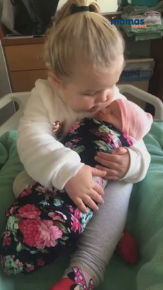 Cute Funny Baby Videos, Cute Funny Babies, Funny Videos For Kids, Funny Kids, Cute Kids Pics, Cute Baby Girl Pictures, Baby Girl Images, Cute Little Baby Girl, Funny Baby Memes