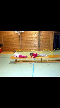 Reifen & Langbank … - Famous Last Words Motor Skills Activities, Movement Activities, Gross Motor Skills, Kindergarten Activities, Kids Gym, Yoga For Kids, Exercise For Kids, Crossfit Kids, Sports Day