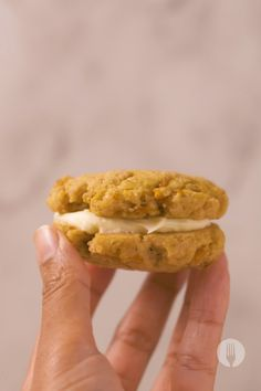 Make these easy carrot cake sandwich cookies in minutes! Turn carrot cake into cookies with this easy carrot cake cookie recipe! We made our carrot cake sandwich cookies with maize meal for an easy sweet snack. The best part of these carrot cake cookies is the easy cream cheese frosting recipe we used to sandwich the cookies together 🥕 🍪 Carrot Cake Sandwich Cookies, Easy Carrot Cake, Party Treats, Vanilla Flavoring, How To Make Cookies, Us Foods, Tray Bakes, Cookie Dough, Cookie Recipes