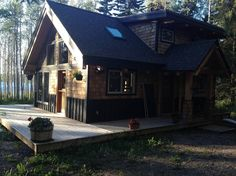 Cabin in Smithers, Canada. This private, timber-framed guesthouse is a stone's throw from Seymour Lake and a short drive from downtown Smithers. It has gorgeous wood furnishings, a king-sized bed and is situated on a large forested property.  PLEASE READ ALL INFORMATION.  N...