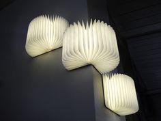 Lampe-Livre Lumio sur Fubiz For SPOOTNIK. Lumio est une lampe dynamique, multi-fonctionnelle qui se cache sous la forme d'un livre à couverture rigide. Lumio s'ouvre à 360 degrés et est livré ...