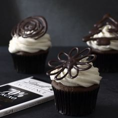 Customize your favourite cakes and cupcakes for any occasion. Cupcake Frosting, Cupcake Cakes, Cupcakes, Chocolate Shapes, How To Make Chocolate, Christmas Treats, Icing, Brunch, Dinner