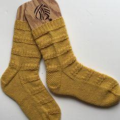 Ravelry: Project Gallery for Broken Chocolate Bar Socks pattern by Corrina Ferguson : http://www.ravelry.com/patterns/library/broken-chocolate-bar-socks