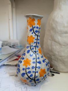 Ceramic Clay, Ceramic Painting, Ceramic Pottery, Pottery Art, Painted Vases, Hand Painted Ceramics, Hand Painted Pottery, Clay Art Projects, Clay Crafts