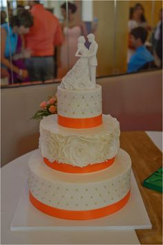 White and coral wedding cake ~ Photo: Jenna Christine Photography
