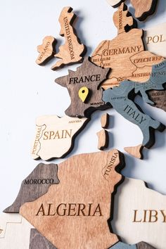 WOOD WORLD MAP by WoodPecStudio. Wood Wall Art. Travel push pin maps for wall office decor, bedroom and living room rustic decor, hallway decoration. Wooden World Map , Weltkarte , Housewarming Gift , Wooden Map , Mothers Day Gift #mapwalldecor #nurserydecor #kitchenwalldecorideas