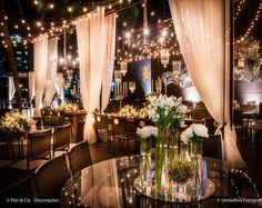 Arranjos baixos, tons monocromáticos, elementos aéreos e muito mais! Confira as tendências de decoração de casamento para 2016! Por Peguei o Bouquet, e agora? #decoração #casamento #tendência2016 #decoraçãosuspensa #arranjofloral #noivinhasdeluxo