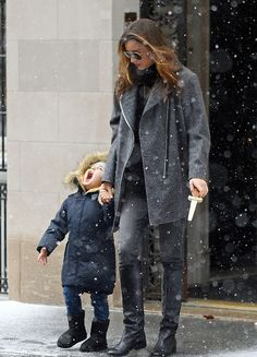 celebstarlets:  12/14/13 -Miranda Kerr + Flynn Bloom out in NYC.