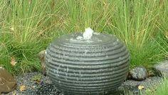 UFO's, Waterbollen, Creablokken en Bovisten  Bronstenen kenmerken zich door de geribbelde structuur waar het water met een kabbelend geluid overheen loopt. De serie bronstenen in onze webwinkel bestaat uit UFO's, Waterbollen, Creablokken en Bovisten.