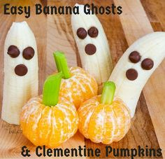 Sometimes its the simple things that make kids happy. Here are some fun & simple Halloween snacks that take less than 5 minutes to make