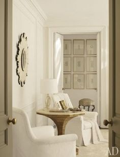 Benjamin Moore's Atrium White is the wall color