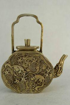 Old-Decorated-Wonderful-Handwork-Miao-Silver-Carving-Fox-Bird-Rare-Big-Tea-Pot