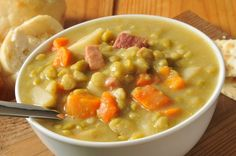 SLOW COOKER SPLIT PEA SOUP - Ingredients 1 pound dried green split peas, rinsed 1 meaty ham bone, 2 ham hocks or 2 cups diced ham 1 cup sliced baby carrots 1 cup chopped yellow onion 2 stalks celery plus leaves, chopped 2 cloves garlic, minced 1 bay … Slow Cooker Recipes, Crockpot Recipes, Soup Recipes, Healthy Recipes, Ww Recipes, Family Recipes, Recipies, Delicious Recipes, Skinny Recipes