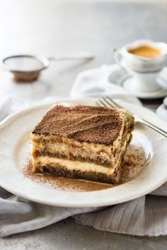 Tiramisu (Chef Easy Tiramisu (with VIDEO) - Authentic Italian recipe, super easy, rich and yet light at 270 cal per serving!Easy Tiramisu (with VIDEO) - Authentic Italian recipe, super easy, rich and yet light at 270 cal per serving! Italian Pastries, Italian Desserts, Just Desserts, Italian Recipes, Delicious Desserts, Dessert Recipes, Italian Tiramisu, Canadian Recipes, English Recipes