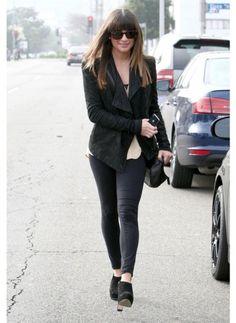 Lea Michele    Look de star Glamour    Total look black = total look glam  Inspirez vous de Lea Michele sur le shop.