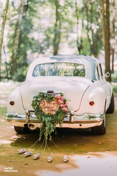30 Gorgeous Wedding Car Decoration Ideas Decorating wedding car is one of the obligatory traditions! Flowers, flying tapes and balloons will be excellent assistants in this creative process. Wedding Pins, Wedding Trends, Diy Wedding, Wedding Ideas, Bouquet Wedding, Wedding Vendors, Wedding Pictures, Wedding Bride, Wedding Details
