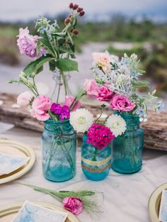 Turquoise and fuchsia is an amazing vibrant palette that is suitable not only for a tropical or destination wedding but also for those who just love bright colors and accents.