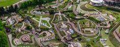 Mini-Europe est un parc composé de miniatures construites autour de la thématique de l'Europe, situé à Bruparck au pied de l'Atomium.