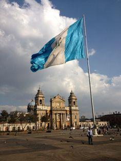 Ojalá que remonte su vuelo, más que el cóndor y al águila real, y en sus alas levante hasta el cielo...Guatemala, tu nombre inmortal!