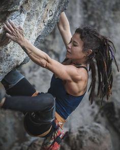 Don't Look Down! 32 Of The Hottest Gravity Defying Bouldering Babes Climbing Girl, Solo Climbing, Boulder Climbing, Rock Climbing Workout, Parkour, Female Athletes, Sport Girl, Muscle Girls, Bouldering