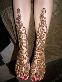 Mehndi feet