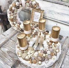 Wonderful Golden and White Christmas Candle Basket Decoration. Christmas Advent Wreath, Christmas Candle Decorations, Advent Candles, Christmas Mood, Christmas Candles, Noel Christmas, Christmas Crafts, Advent Wreaths, Bougie Rose