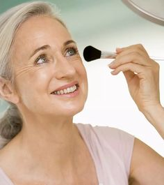 20 Best Makeup Tips For Women Over 50 - Skincare And Makeup Eyebrow Makeup Tips, Basic Makeup, How To Apply Makeup, Simple Makeup, Eyeshadow Makeup, Makeup Tips Over 50, Makeup Tips For Older Women, Best Makeup Tips, Best Makeup Products