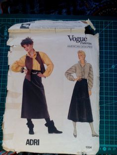 Not dated, 2 colour instructions Vintage Denim, Vintage Sewing, Retro Vintage, Vogue Sewing Patterns, 2 Colours, Vintage Patterns, Dress Patterns, Casual Chic, 1980s