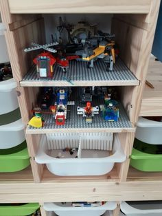 Ikea Lego Hack – finally whole game scenes can be cleared away and vehicles can be parked safely. Ikea Trofast, Lego plate and double-sided adhesive tape make it possible. Rangement Lego Ikea, Trofast Ikea, Lego Display, Lego Storage Brick, Toy Storage, Lego Poster, Lego Table Ikea, Ikea I, Lego Room