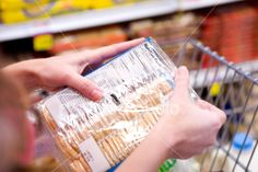 Not everything that comes in a package is unhealthy. Here are the healthy convenience foods you SHOULD be buying at the supermarket to save time and eat better! 100 Calorie Snacks, Diabetic Snacks, Eat Better, Better Health, Reading Food Labels, Diabetes, Nutrition Articles, Nutrition Resources, Nutrition Classes