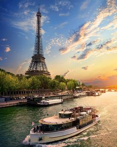 If it's your first time to Paris, you'll probably want to spend some time at the world-renowned Eiffel Tower, the Louvre and Notre-Dame, but don't miss out on other notable city… Tour Eiffel, Torre Eiffel Paris, Paris Eiffel Tower, Paris Travel, France Travel, Paris Photography, Travel Photography, Photography Ideas, Paris France