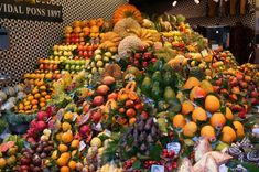 Fruits in Mercat de la Boqueria 1992 Olympics, Sunny Beach, Online Tickets, Gaudi, Beautiful Buildings, Amazing Destinations, Night Life, Playground, Barcelona