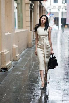 Đầm body sát nách kèm nịch khoen D Warm Dresses, Simple Dresses, Dresses For Work, Classy Summer Outfits, Conservative Fashion, Hot Dress, Office Outfits, Asian Fashion, Well Dressed