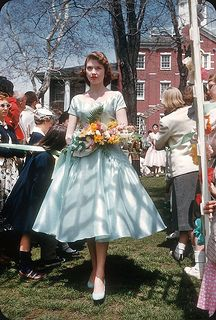 Beth Sause, May Court Allegheny College, Meadville, PA reminds me of you! Vintage Prom, Vintage Gowns, Vintage Glamour, Vintage Beauty, Vintage Outfits, Vintage Hats, Retro Vintage, Vintage Fashion 1950s, Retro Fashion